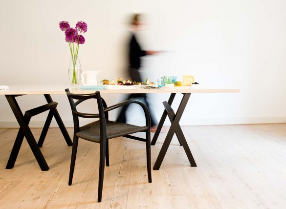 Lambda trestle table